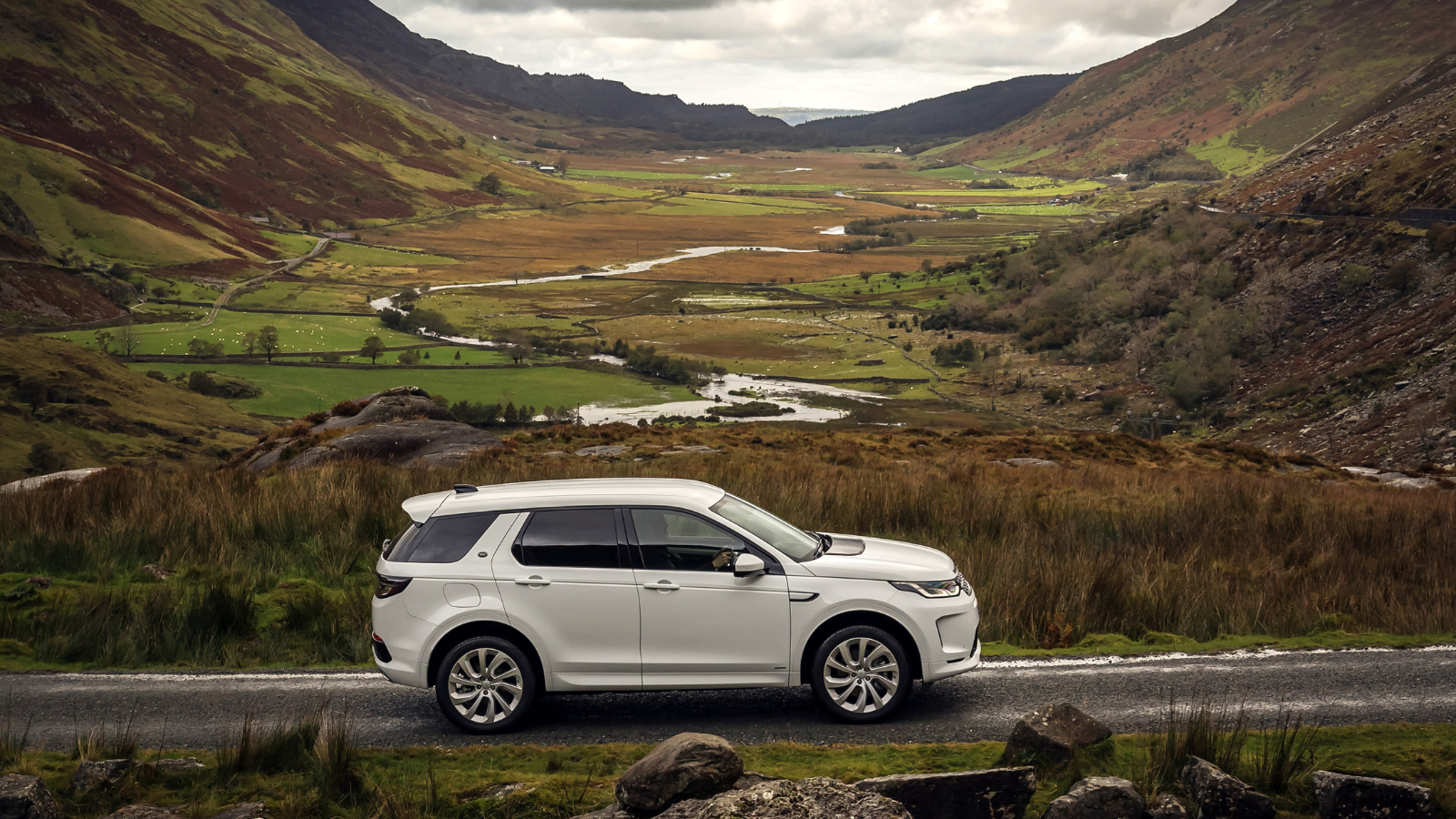 DISCOVERY SPORT VS EVOQUE - WHAT'S THE RIGHT MODEL FOR YOU?