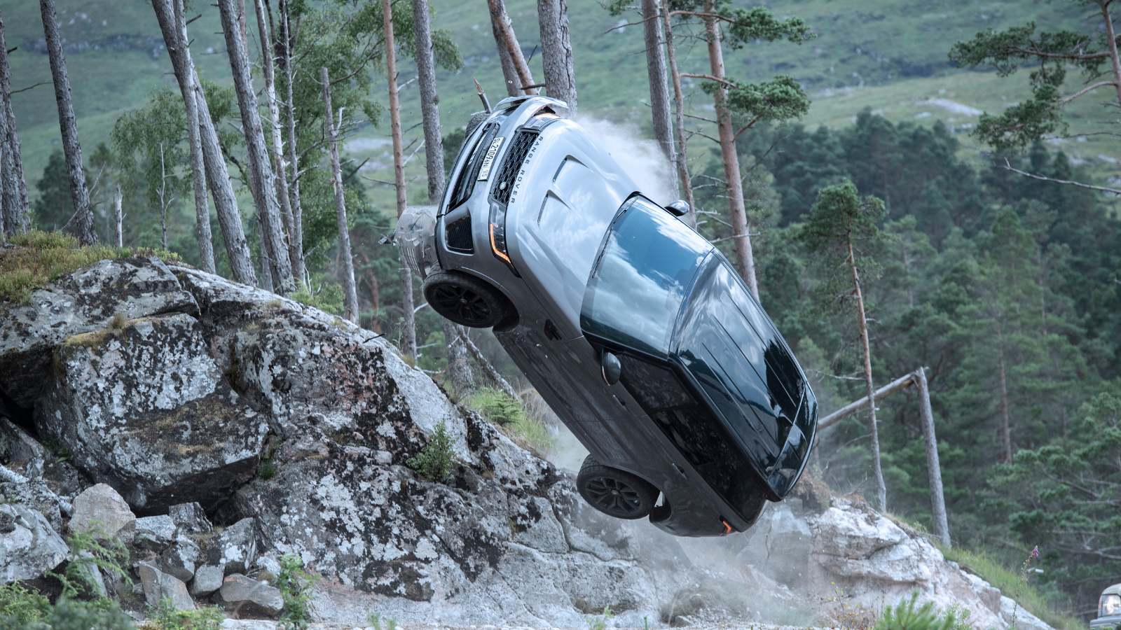 NEW BEHIND-THE-SCENES FOOTAGE SHOWS RANGE ROVER SPORT SVR PREPARING TO MAKE AN IMPACT IN NEW JAMES BOND FILM'